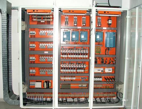 Quadro elétrico trifásico: Quais as suas vantagens?