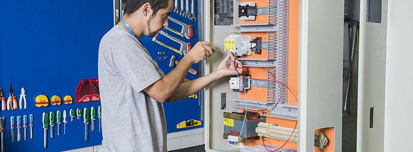 Qual é a norma de montagem de painéis elétricos?