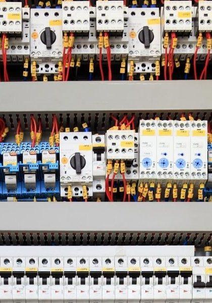 Painel-elétrico-Os-benefícios-de-uma-solução-personalizada-e-os-diferenciais-dos-quadros-de-comando-da-Santec-Automação